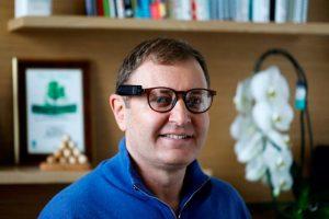 """As empresas de tecnologia devem ajudar a humanidade"""", diz fundador da Mobileye e CEO da OrCam"""