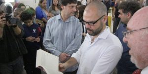 Bibliotecas de SP vão oferecer aparelhos para cegos ouvirem os livros