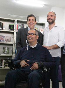 Óculos Que Transforma Texto em Áudio Chega à Bibliotecas de SP