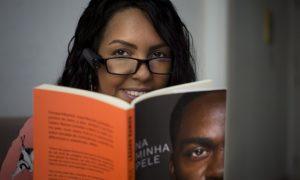 Dispositivo transforma textos e rostos em áudio para pessoas com deficiência visual